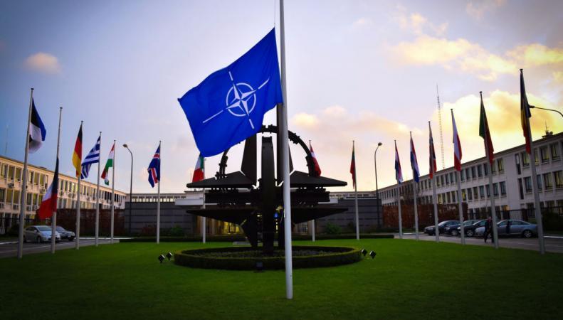НАТО флаг