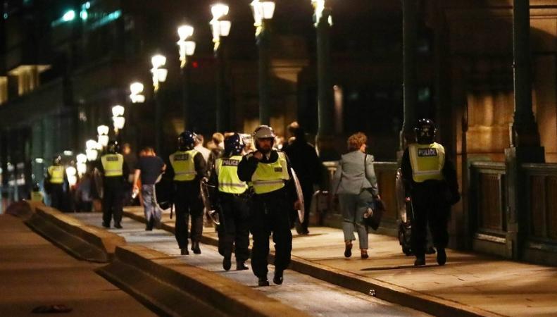 Полиция работает на месте нападений в Лондоне.