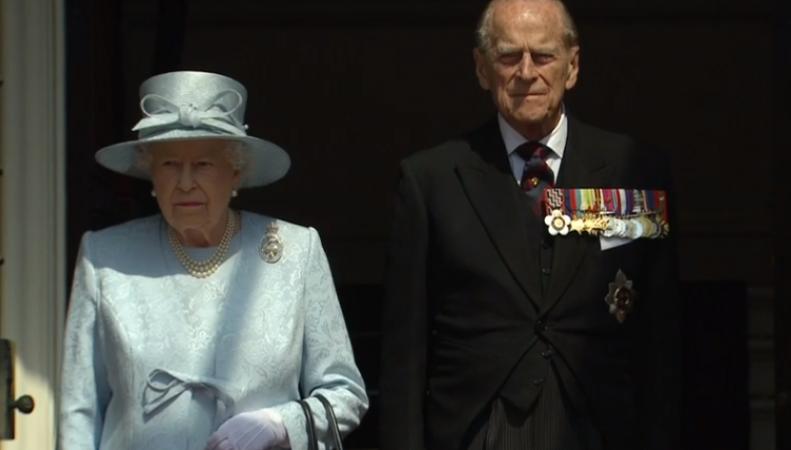 Празднование официального дня рождения монарха началось с минуты молчания