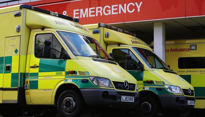 Что делать в случае кислотной атаки – рекомендации Лондонской скорой помощи фото:standard.co.uk