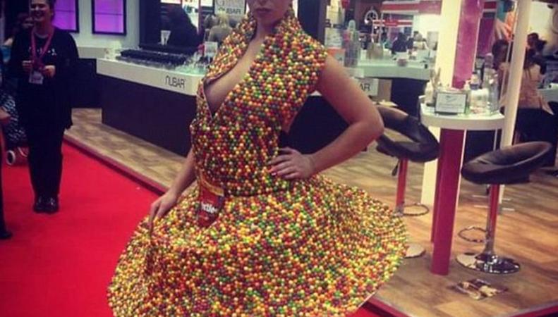 Платье из Скиттлс