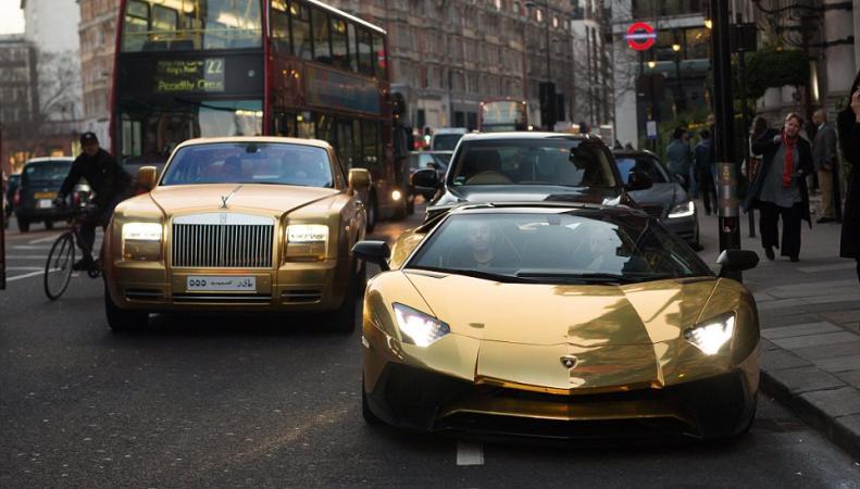 золотые автомобили в Лондоне