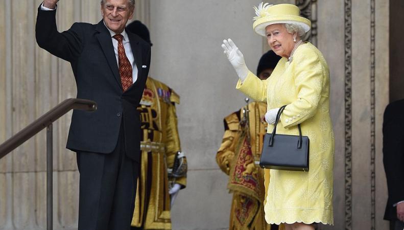 Букингемский дворец обнародовал новый двойной портрет королевской четы фото:dailymail.co.uk