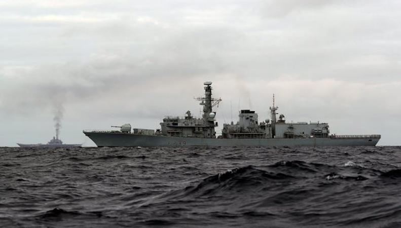 Конвой британских военно-морских сил направлен навстречу российским кораблям фото:theguardian.com