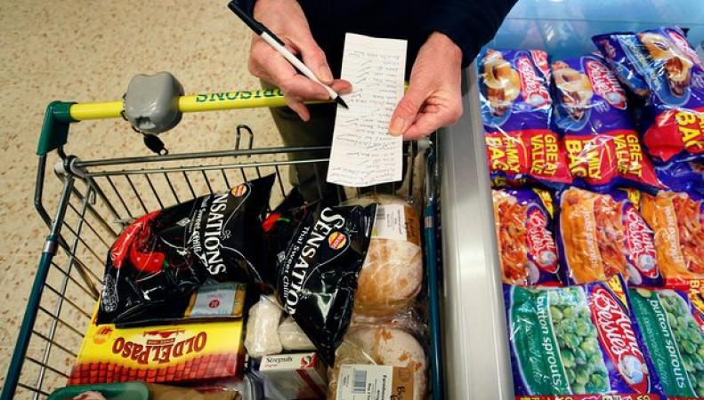 Рост обязательных расходов не оставляет британцам возможности баловать себя и близких фото:theguardian.com