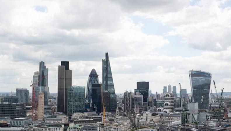 Британская экономика оказалась в числе самых медленно растущих среди развитых стран фото:theguardian
