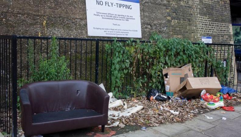 Британское правительство определило новое наказание за незаконные свалки мусора фото:theguardian