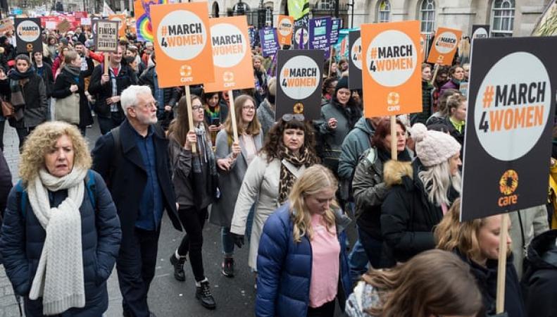 Женский марш прошел по центру Лондона