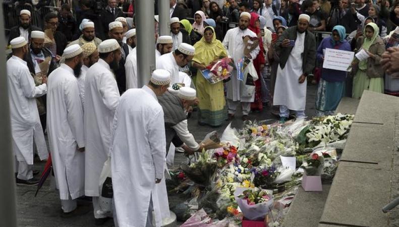 Имамы отказались молиться на похоронах лондонских террористов фото:theguardian