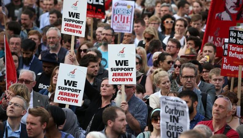 Лейбористы объявят вотум недоверия Корбину фото:theguardian.com