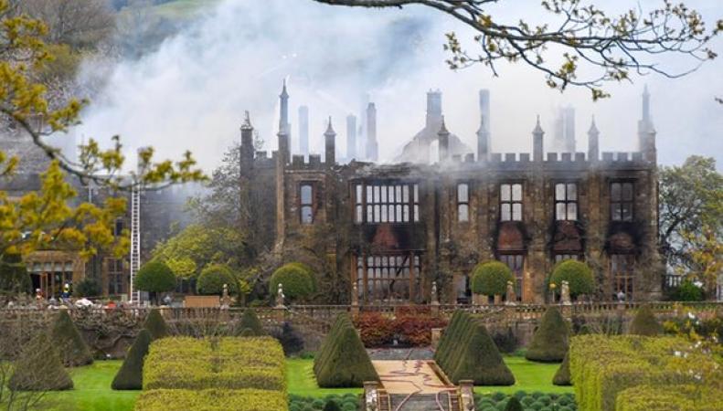 В Дорсете при подозрительных обстоятельствах дотла сгорел исторический особняк фото:theguardian