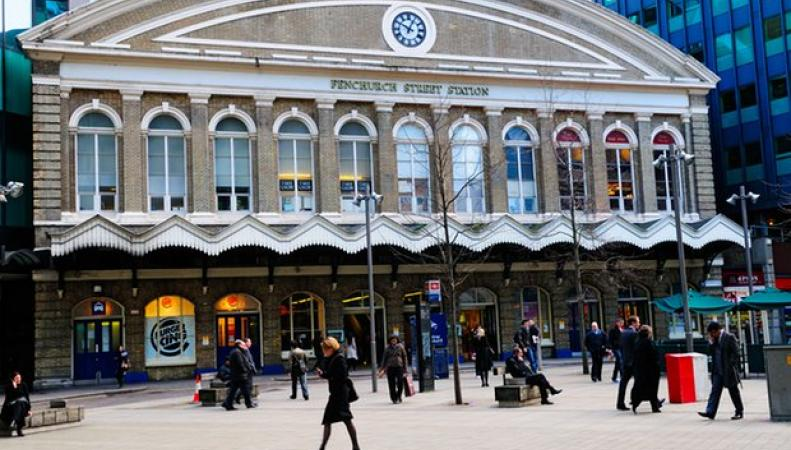 Станция Fenchurch Street была эвакуирована из-за мужчины с ножом фото:theguardian.com