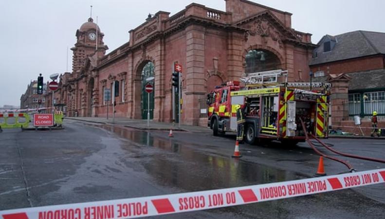 Вокзал Ноттингема открылся после пожара: полиция подозревает поджог