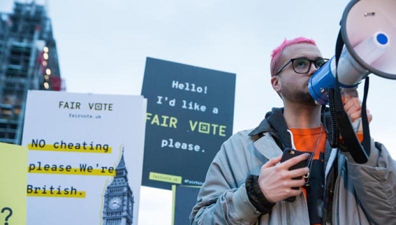 Демократия под угрозой: в Великобритании требуют изменить правила избирательных кампаний