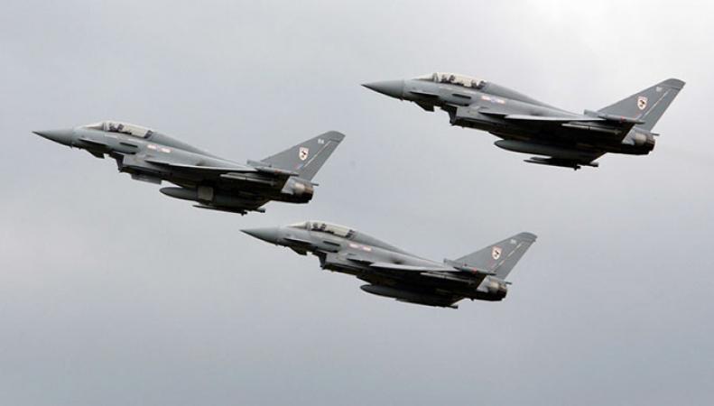 Британские военные самолеты RAF Typhoons по тревоге были отправлены на перехват двух бомбардировщиков ВВС России