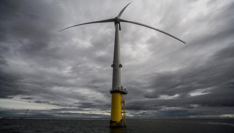 В Великобритании запущен в действие крупнейший в мире ветряк фото:theguardian
