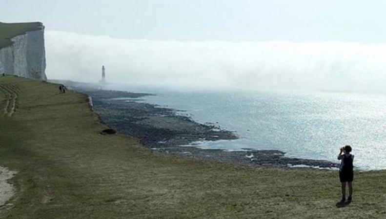 Полиция расследует обстоятельства  появления хлорного облака на побережье Сассекса фото:theguardian