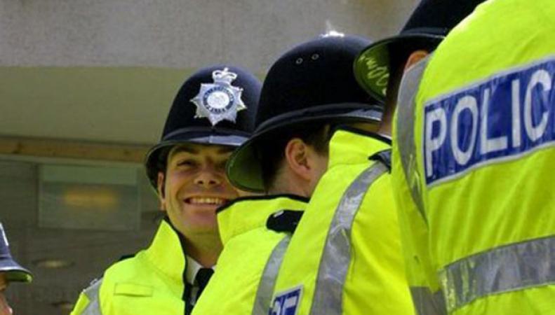 Полиция долины Темзы оставила забавную записку владельцу плантации марихуаны.