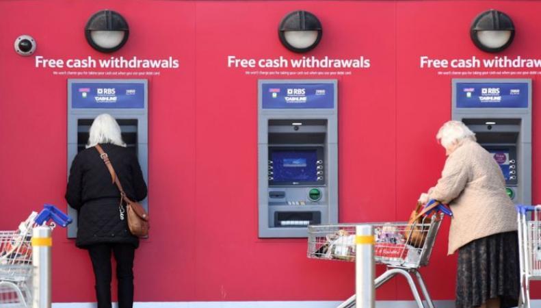 Британские банки отмечают пятидесятилетний юбилей банкомата фото:skynews