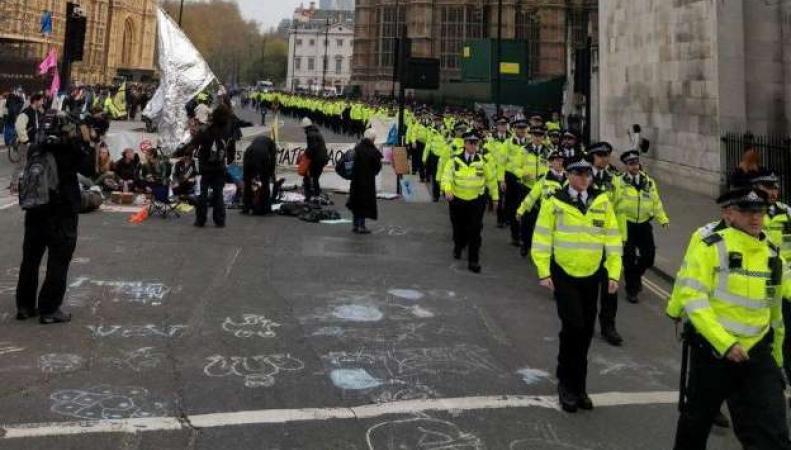 Масштабное противостояние экологических активистов и полиции развернулось на Парламент-сквер