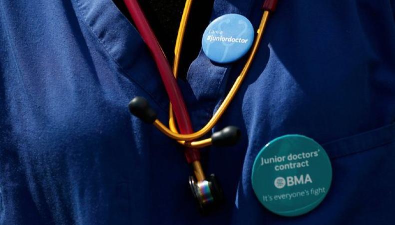 Молодые британские врачи запланировали серию забастовок до конца года фото:theguardian.com