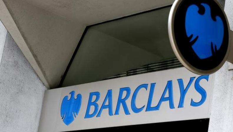 Клиенты банка Barclays остались без доступа к деньгам из-за масштабного программного сбоя фото:standard.co.uk