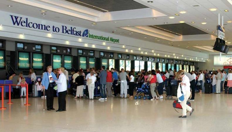 Грузовой самолет застрял на взлетной полосе в Белфасте из-за разрыва покрышки шасси фото:aeroportsineurope.com