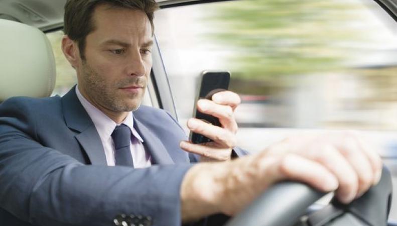 В Британии водители игнорируют запрет на мобильные телефоны за рулем