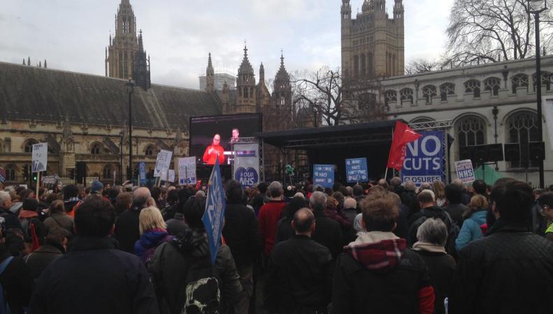 Встолице Англии прошел митинг против сокращения расходов намедицину