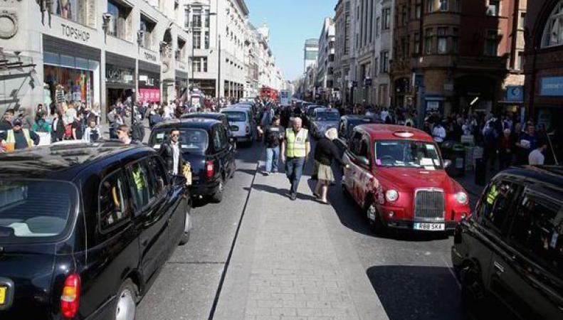 Такси и миникэбам запретят проезд по Оксфорд-стрит