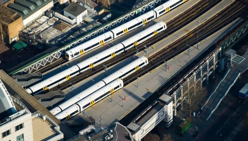 Вокзал Charing Cross закрыт до полудня