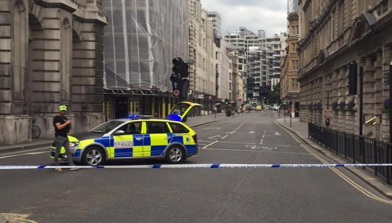 Эвакуация в центре Лондона: угроза теракта переквалифицирована в утечку газа фото:twitter