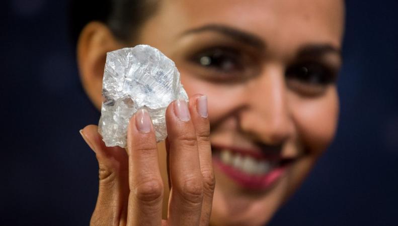 Самый крупный алмаз в мире выставлен на аукционные торги в Лондоне фото:swns.com