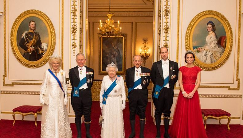 Кейт Миддлтон надела старое одеяние для семейного портрета