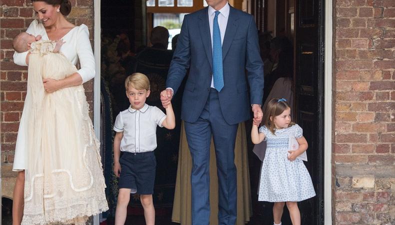 Королевская семья показала официальные фото с крестин принца Луиса