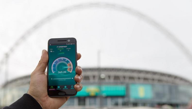Оператор ЕЕ пообещал разогнать мобильный интернет в Великобритании до 360 Мбс фото:t3.com