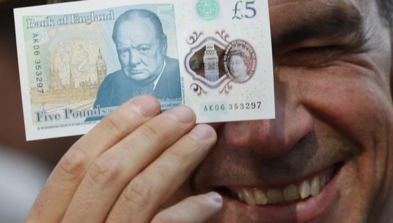 Банк Англии признал наличие фальшивок в обороте пластиковых пятифунтовых банкнот фото:birminghammail.co.uk