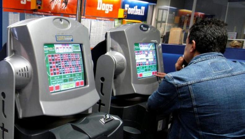 Британское правительство ужесточит правила работы букмекерских автоматов  фото:sochealth.co.uk