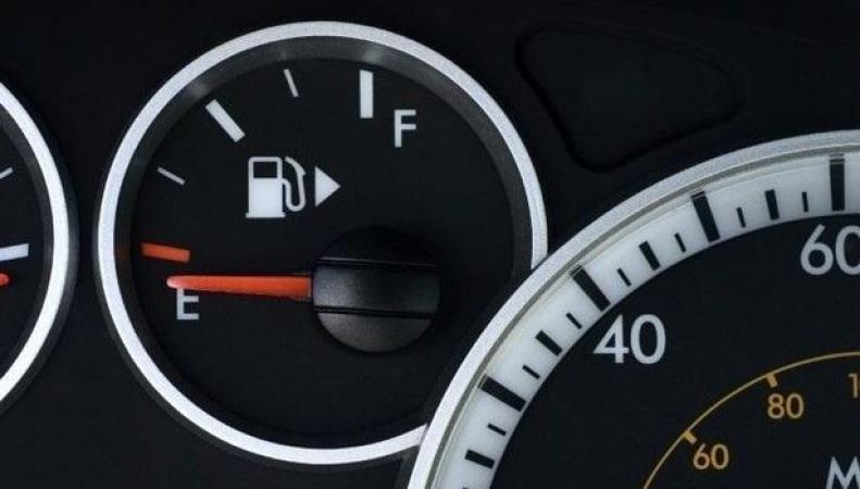 Британцы столкнулись с самым стремительным ростом цен на топливо с начала века
