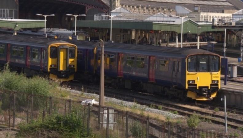 На западе Англии оказалась обесточена одна из основных железных дорог фото:itv.com