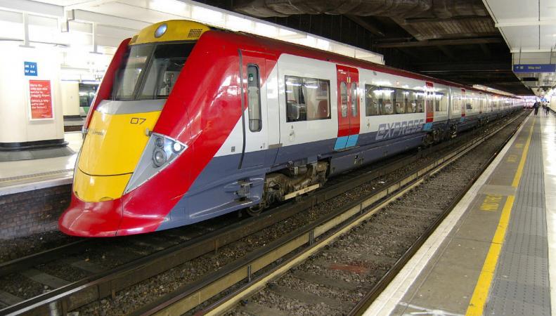Оператор Southern Rail объяснил отмену поездов Gatwick Express листопадом фото:independent.co.uk