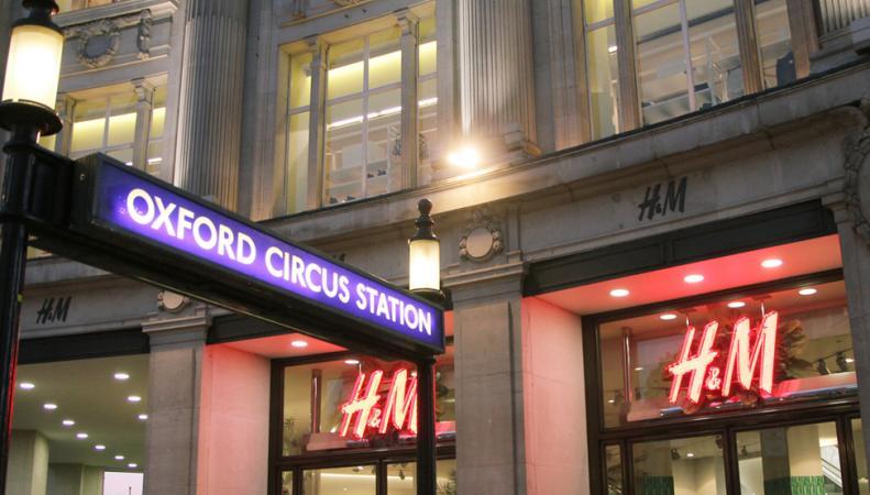 Британские покупательницы обвинили H&M в неправильной маркировке размеров одежды фото:dailymail.co.uk