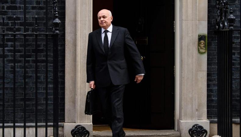 Министр пенсий итруда Англии Иан Смит ушел вотставку