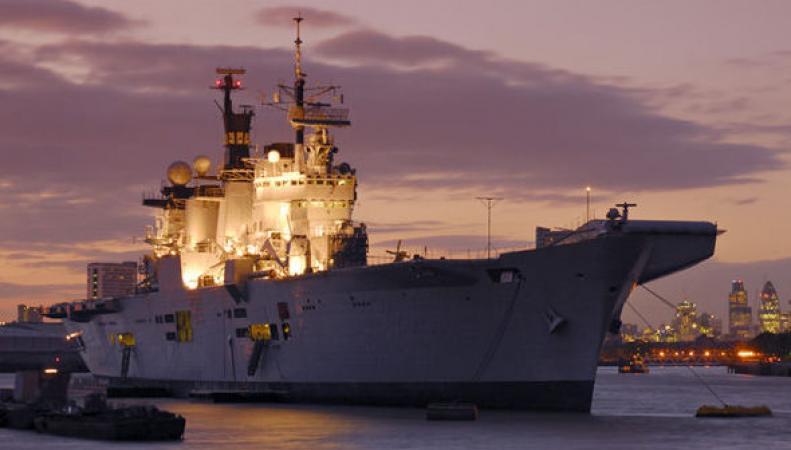 Британский военный флот остался без авианосцев фото:express.co.uk