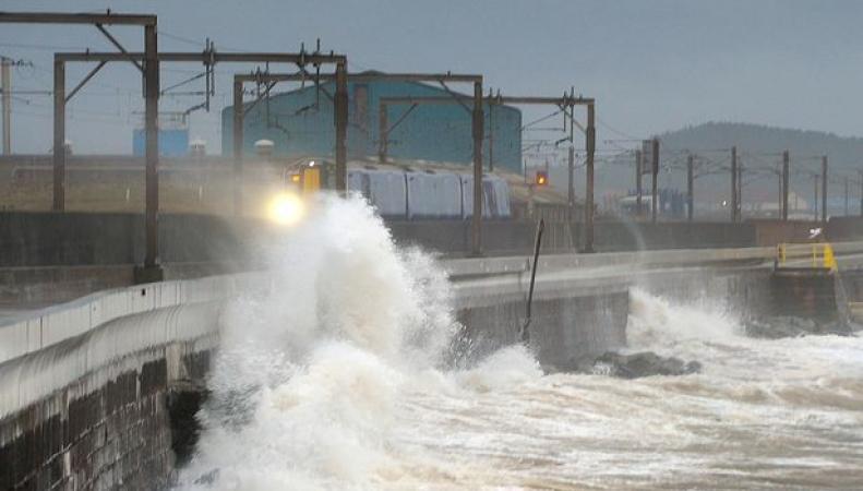 Шторм Конор приближается к северным берегам Великобритании
