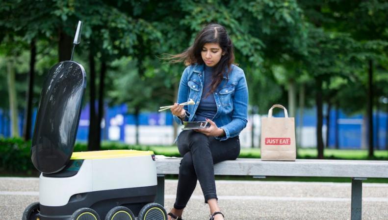 Компания Just Eat запустит роботов-доставщиков еды на улицы Лондона фото:bbc.com