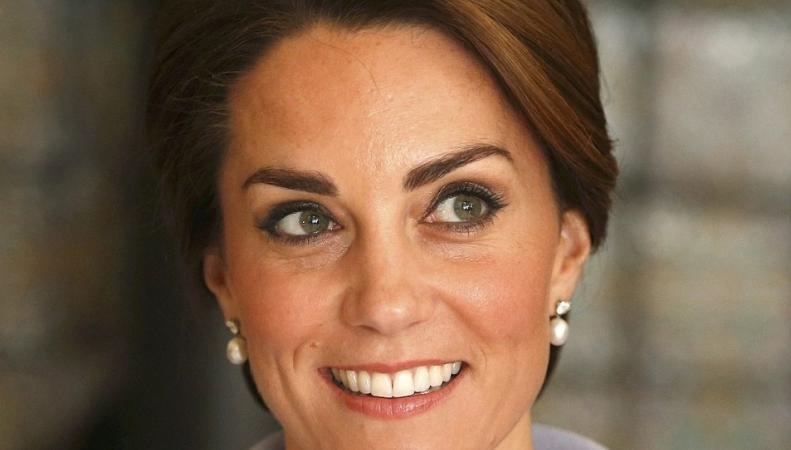 Герцогиня Кембриджская совершила первый самостоятельный зарубежный визит  фото:dailymail.co.uk
