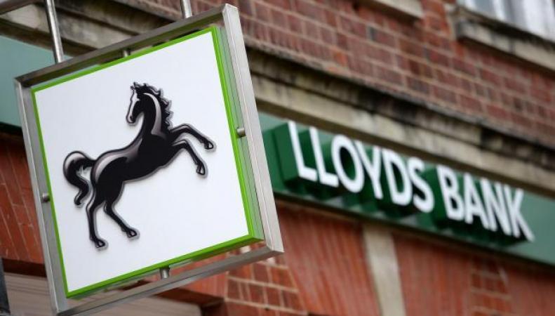 Банк Lloyds закроет двести офисов и уволит три тысячи служащих фото:ibtimes.co.uk