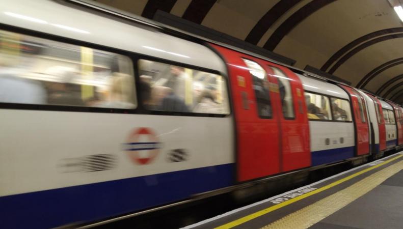 Названы самые конфликтные линии лондонского метро фото:standard.co.uk