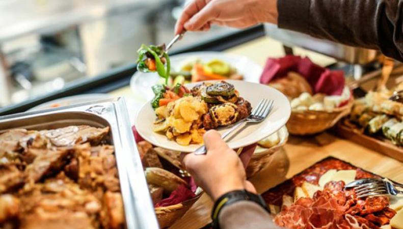 Британцам запретят услугу «все включено» из-за большого количества ложных пищевых отравлений в отелях Испании
